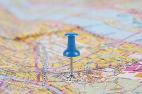 stradali-mappe-lente-dingrandimento-la-geografia_3312380